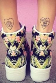 纹在脚踝上方的一对简约纹身图案