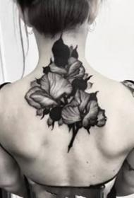 一组深黑色的点线纹身图案