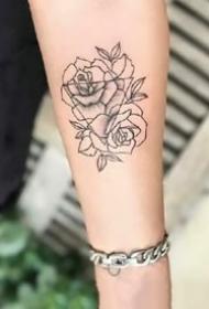 漂亮黑色玫瑰花纹身图案欣赏