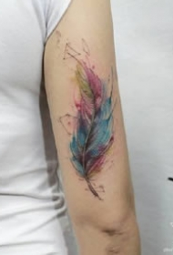 非常漂亮的水彩羽毛纹身图案大全