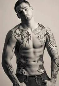 肌肉与纹身完美结合的帅哥图案