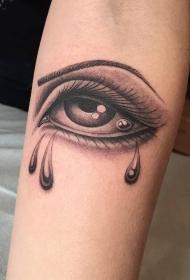 手臂上漂亮流泪的眼睛纹身图案