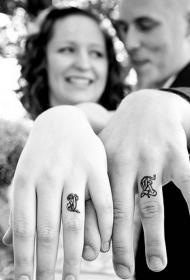 清新小巧的情侣戒指纹身图案