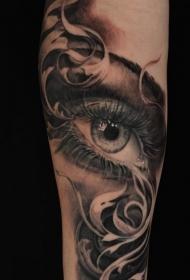 男性手臂上穿透灵魂的眼睛纹身图案