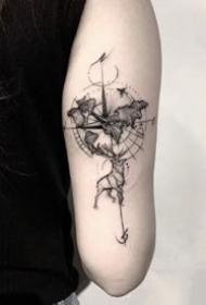 一组酷酷的飞针风格暗色纹身图案