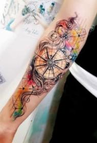 水墨风的几款漂亮指南针纹身图案