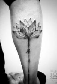 中国风水墨植物纹身作品图案