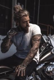 荷尔蒙爆棚的纹身型男帅哥套图图案