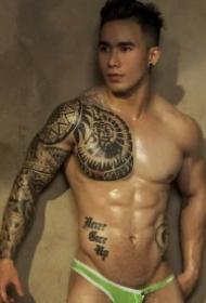 一组越南肌肉型男的纹身帅哥图案