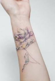 冷色调的9款清新花卉植物纹身作品