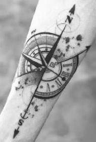 小臂指南针纹身 胳膊小臂上的9款黑灰指南针纹身作品图案