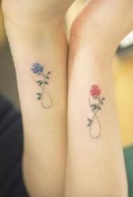 闺蜜姐妹适合的9款小心心和小花草纹身图案