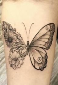 一半蝴蝶一半花草的创意纹身拼接图