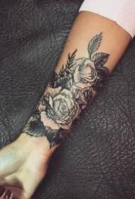 手腕小臂上的一组小清新黑色纹身作品