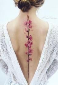 小清新的花卉和叶子纹身,同样适合覆盖疤痕