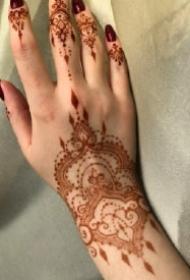 手背印度海娜手绘纹身的作品图案赏析