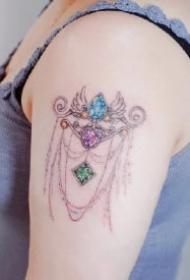 彰显女性魅力的9款宝石纹身图案