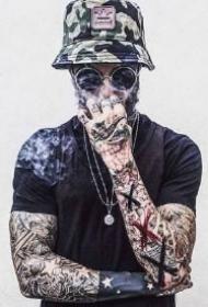戴帽子的9款纹身型男帅哥图案