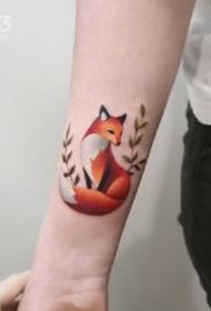 很可爱的一组红色小狐狸纹身图案