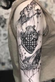 肌肤上的水墨黑灰中国风纹身图案