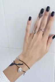 手指小纹身 手指上小而性感的一组极简纹身图案