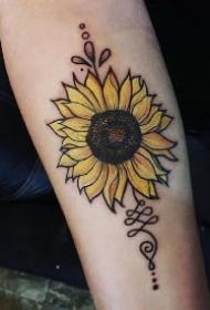 太阳花向日葵主题的黑灰纹身作品图案赏析
