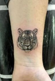 10款可爱的小老虎头纹身图案