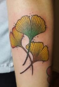 银杏叶纹身 几款银杏叶主题的小纹身作品图案