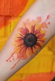 向阳而开的花朵向日葵纹身图案