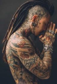 男性脖子后面后背处的9款个性纹身作品图
