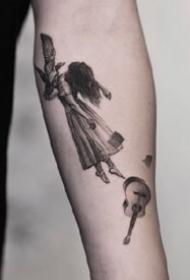 一组超细腻的黑白手臂纹身