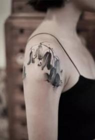 中国风水墨花卉纹身图案欣赏