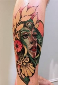颜色鲜明的手臂纹身图案