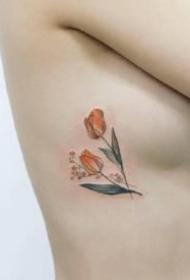 一组女生小清新花卉纹身图案