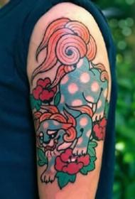 一组传统彩绘手臂纹身图案