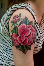 大臂纹身图 女生大臂上彩色的牡丹纹身图案