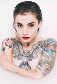 精致美女的纹身图案