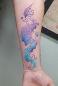 几何元素纹身 男生手臂上彩色的几何图形纹身图案