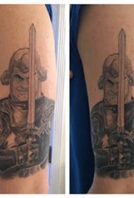 武士纹身 男生大臂上威猛的武士纹身图案