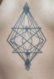 几何元素纹身 女生胸部黑色的几何元素纹身图案