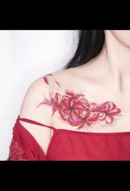 锁骨处漂亮的彼岸花纹身图案