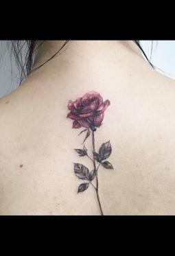 女生后背好看的玫瑰纹身图案