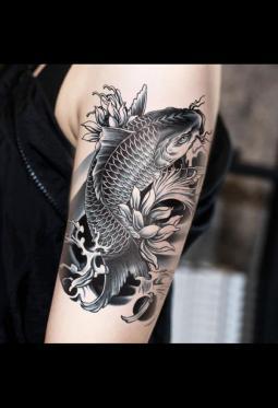 非常帅气的荷花鲤鱼纹身图案