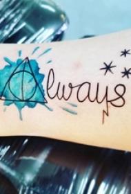 女生小腿上彩绘渐变几何线条英文单词纹身图案
