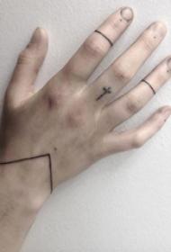 女生喜欢的简单个性线条手链纹身图案