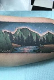 男生手臂上彩绘水彩唯美夜景风景纹身图案